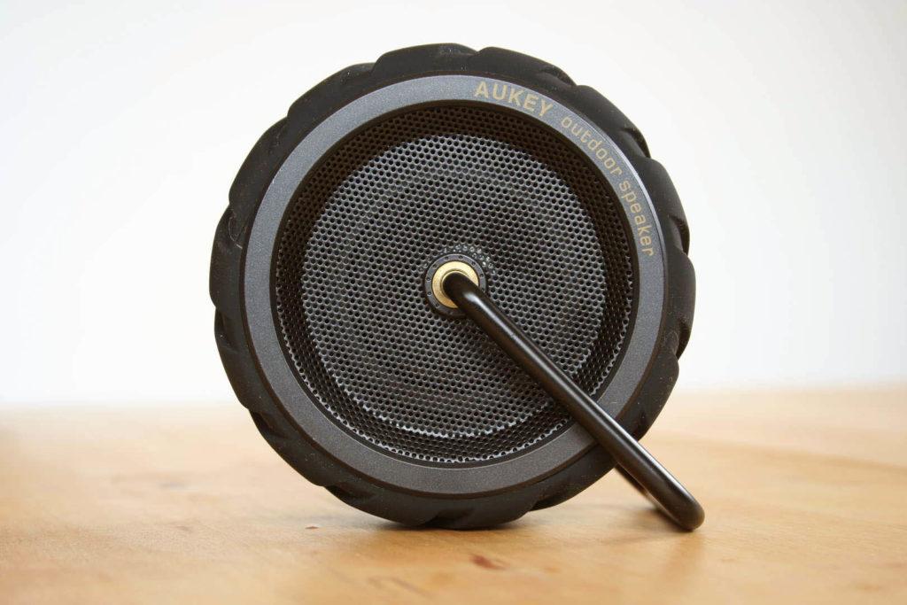 aukey-bluetooth-outdoor-speaker-sk-m4-01