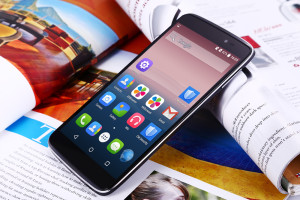 TCL Idol 3 – das Flip-Smartphone mit 5.5 Zoll Full HD Display und guter Ausstattung